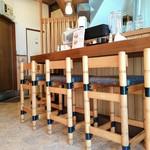 炭火焼豚丼 松風 - 内観写真:カウンターは6席
