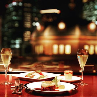 【抜群のロケーション】美しい夜景を見ながらのお食事は格別!