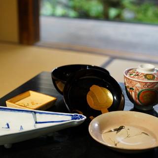 京の四季をそれぞれに。料理だけでなく器でも表現いたします。