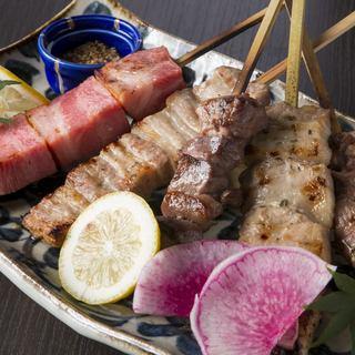じっくりと焼き上げる串焼きは最高の旨味。