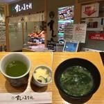 梅丘寿司の美登利総本店 - アトレの中なので多少の待ち時間は苦になりません。平日の5時ぐらいまでなら待ち時間はありません。