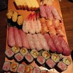 寿司厨房 六山 -