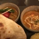 インド料理 想いの木 - 上司が頼んだ。左から野菜カレー、チキンカレー