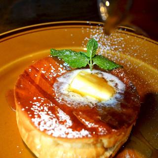 海老名たまごを使用した特製パンケーキ