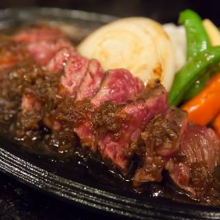 ステーキもハンバーグも、鉄板焼ならではの美味しさをお届け♪