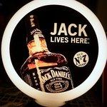 El Parador FINO - JACK LIVES HERE 店前にあった、オブジェです。 このお酒が好きな人も多いですよね。 美しいデザインのお酒だと思います。