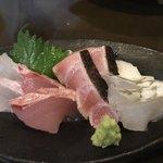 旬菜処 びいどろ - 料理写真:石垣島直送鮮魚の刺身4種×2切れ盛り