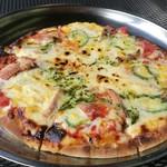 釣り堀CAFE 二見 - 石窯で焼いたピザ