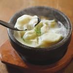 下品なぐらいダシのうまいラーメン屋 - 石焼水餃子