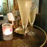 オッジ・ドマーニ - ¥1400のシャンパン。え、これが?って位、状態が悪かった。