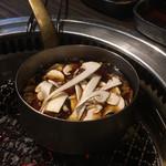サトブリDA - そして、次の肉の準備がぁ、松茸!すき焼きタレ!