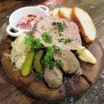肉バルブッチャーズ 八百八 - 店内仕込みシャルキュトリ三種