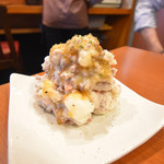 90162872 - *ポテトサラダ                       ポテトはゴロゴロ、挽肉たっぷりで肉肉しい感じがあり、サケのアテにいい感じ。