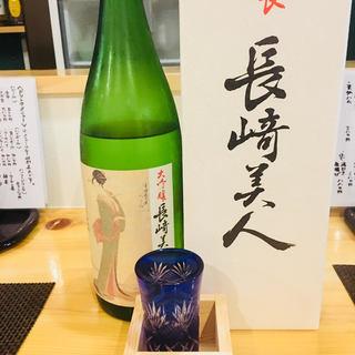 多彩な焼酎と日本酒を、刺身をはじめとした郷土料理と合わせて