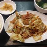 中華東秀 - 回鍋肉定食 800円