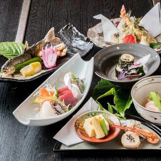 季節の旬食材を盛り込んだコースは、各種ご宴会にぴったり。