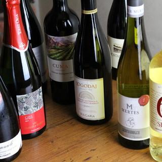 ◆常時80種類以上◆世界各国から厳選!ボトルワインが楽しめる