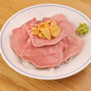 旨さ、まんまる!冷製肉刺し480円!おまかせ3種盛り680円
