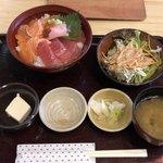 90173192 - マグロサーモン丼¥800