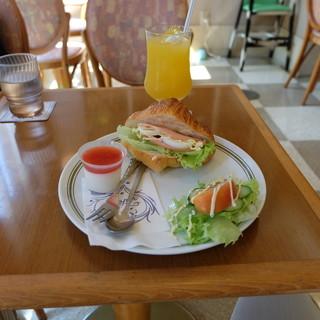 タカセ パン・洋菓子コーナー - 料理写真:クロワッサンサンドセット(570円)