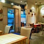 Chef's Table R&D - カジュアルな雰囲気の店内でゆっくりと食事を