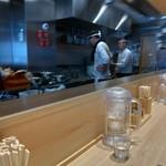 90180255 - 厨房を望む