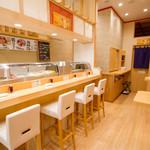 つきぢ神楽寿司 - カウンター椅子席