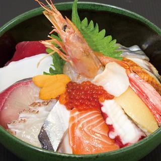 コスパに自信あり!リーズナブルな海鮮丼が大人気!