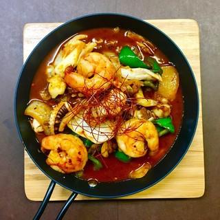 新鮮な海鮮焼きや、バリエーション豊かな韓国料理を!