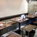 WINE9 - テーブル席