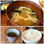 Hachigohan - ◆お味噌汁には賽の目に切ったお豆腐、ワカメ、お揚げなどがはいり、味わいはいいですね。 ◆ご飯は、ちょっと残念。1000円超えのランチですので、ご飯は質のいいものを頂きたいかと。