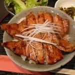 日本橋燻とん - 豚丼しょうゆ味