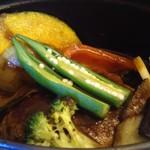 アンドウッドカフェ - ストウブ鍋の野菜たっぷりのハンバーグ