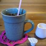 アンドウッドカフェ - 量たっぷりのアイスコーヒー