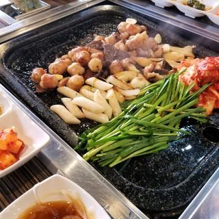 本場再現のコプチャン(ホルモン)焼き&鍋*韓国の味を堪能