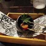 居座火家 喜人 - 次はさつま芋等の串物がテーブルに登場です。