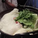 居座火家 喜人 - お鍋は喜人鍋、山芋がたっぷりトッピングされたお鍋ですね。