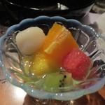 居座火家 喜人 - 最後はデザートのフルーツをいただいてこの日の夕食会はお開きです。