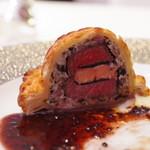 オテル・ド・ヨシノ - 牛フィレ肉のウェリントン風