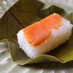 柿乃肴 - 柿の葉寿司(鮭)
