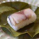 柿乃肴 - 柿の葉寿司(鯖)