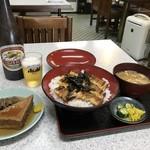 みどり食堂 - ビール、焼き穴子丼、おでんの豪華朝食です!(2018.8.2)