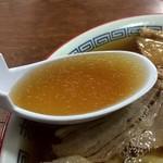 森田屋総本店 - やや塩分高めですがあっさりとした味わいのスープ