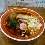拉麺アイオイ - 「味玉 煮干しそば」平打ち縮れ麺と煮干しスープ、各具との相性が良い煮干しそば