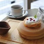 嵯峨野湯 - 桃のパンケーキと珈琲