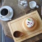 90224848 - 桃のパンケーキと珈琲