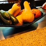 90225800 - 使うお野菜が鉄板の横に。