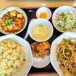90226077 - 日替り定食700円☆白ご飯を炒飯に変更+150円☆今日のメインは玉葱と絲豚肉炒め、麻婆豆腐でした☆8/1