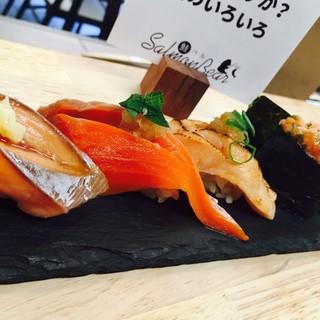 大人気!様々なサーモンや鮮魚のお寿司は1貫からご提供◎