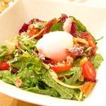 イタリア食堂 たぶち - シーザーサラダ 温玉のせ